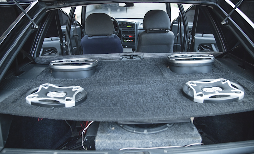 Subwoofer auto activ – Un upgrade care merită integrat pe mașina ta!